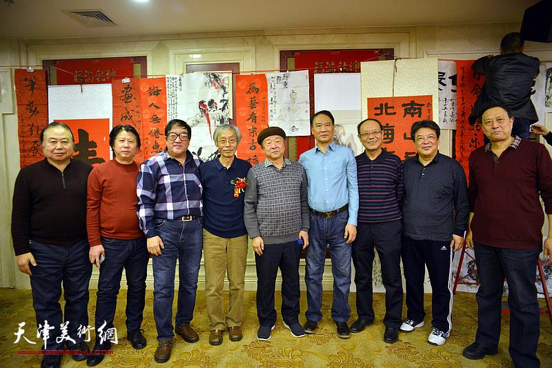 姚景卿与黄禄衡、况瑞峰、马寒松、李庆林、卢贵友、李学亮、张玉明等在活动现场。