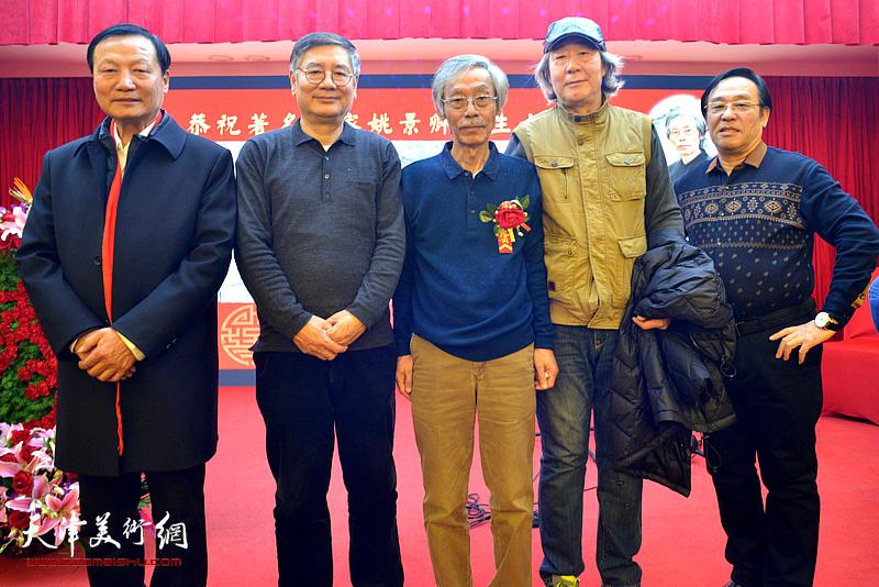 姚景卿与张亚光、张佩刚、陈钢等在活动现场。