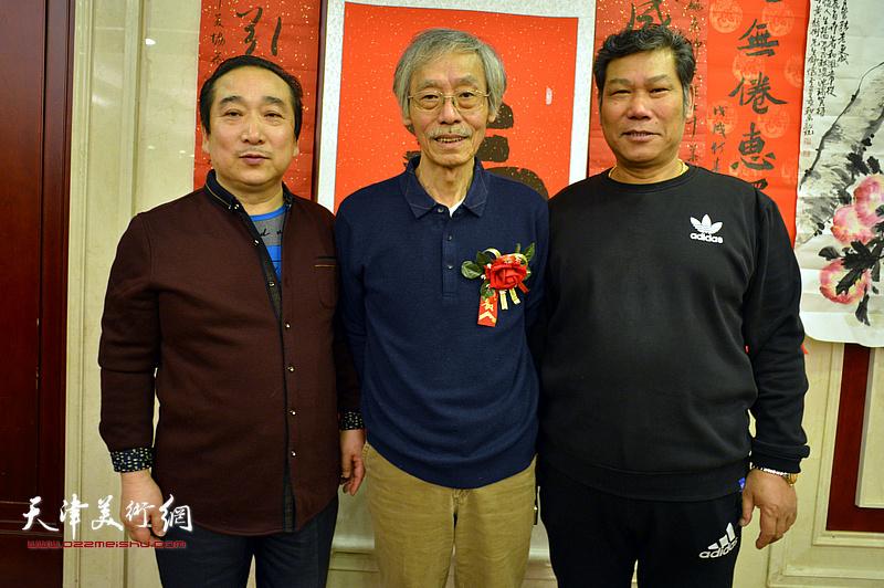 姚景卿与穆祥鸿、刘亚在活动现场。