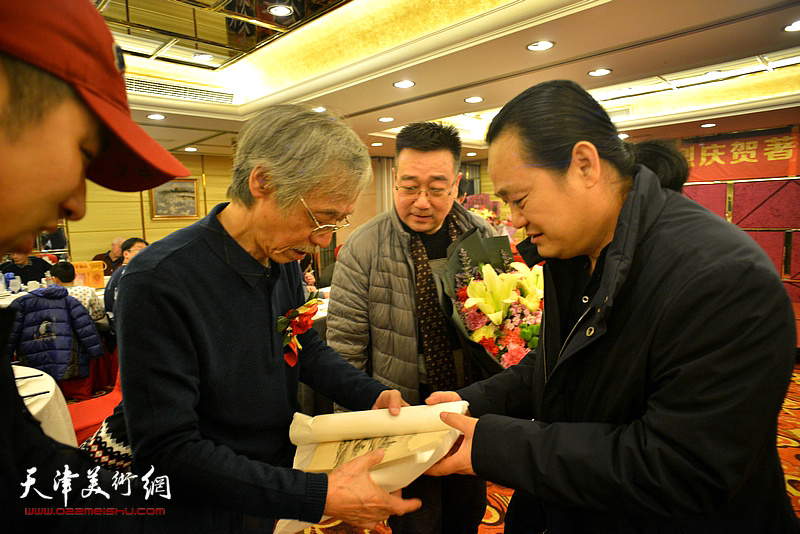 姚景卿、孙连元在活动现场。