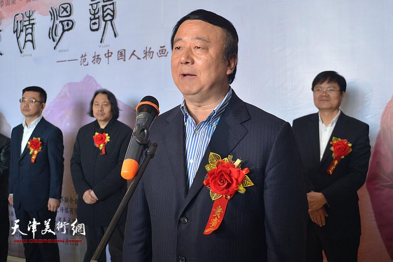 """咸阳市委常委、宣传部长马俊民宣布""""嵕情渭韵""""范扬中国人物画展开幕。"""
