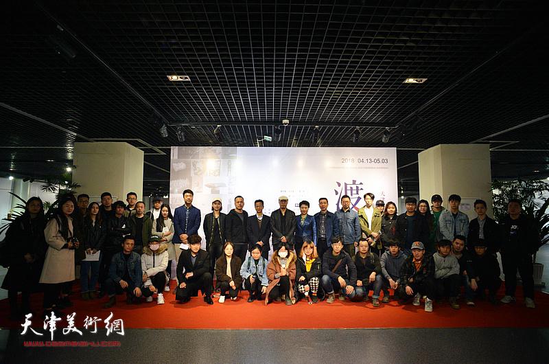 """""""渡口—天津青年当代雕塑与装置作品展""""4月13日在天津空港经济区文化中心开幕。"""