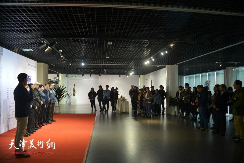 """""""渡口—天津青年当代雕塑与装置作品展""""开幕仪式现场。"""