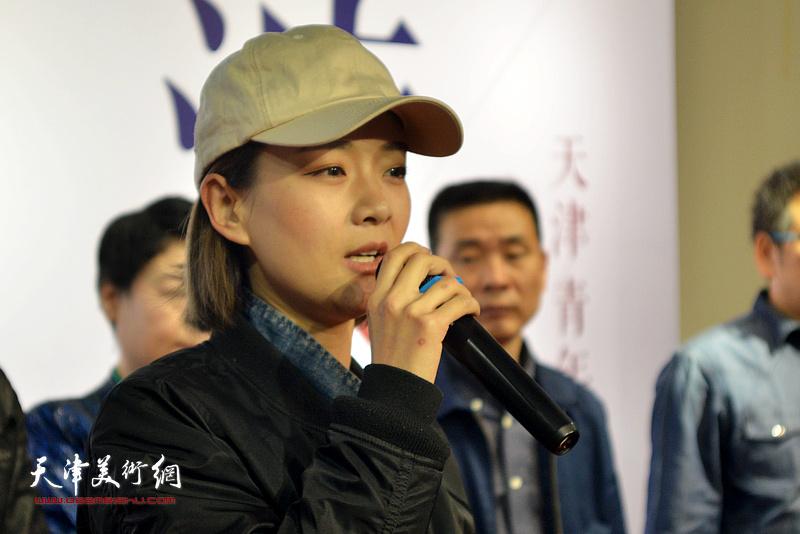 参展作者代表李隽致辞。