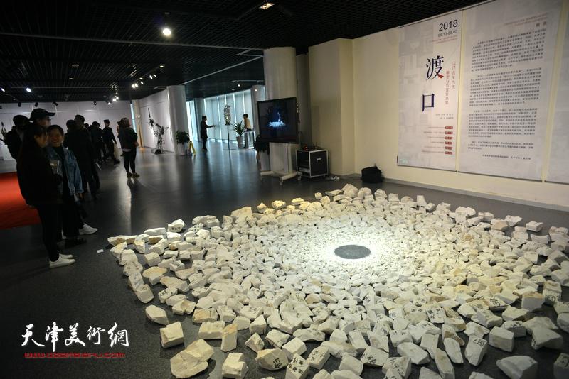"""""""渡口—天津青年当代雕塑与装置作品展""""现场。"""