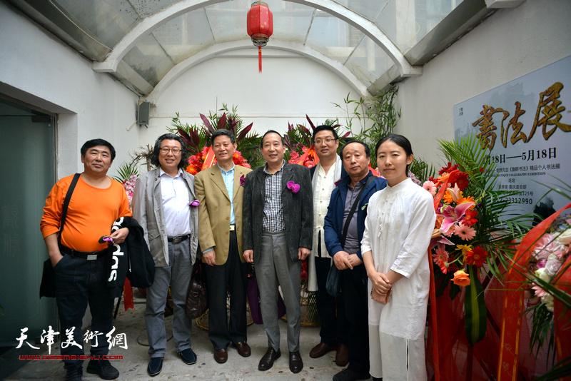左起:卢智剑、邓英彪、李向群、鲁群、谭海忠、任启政、杨杰在书法展现场。