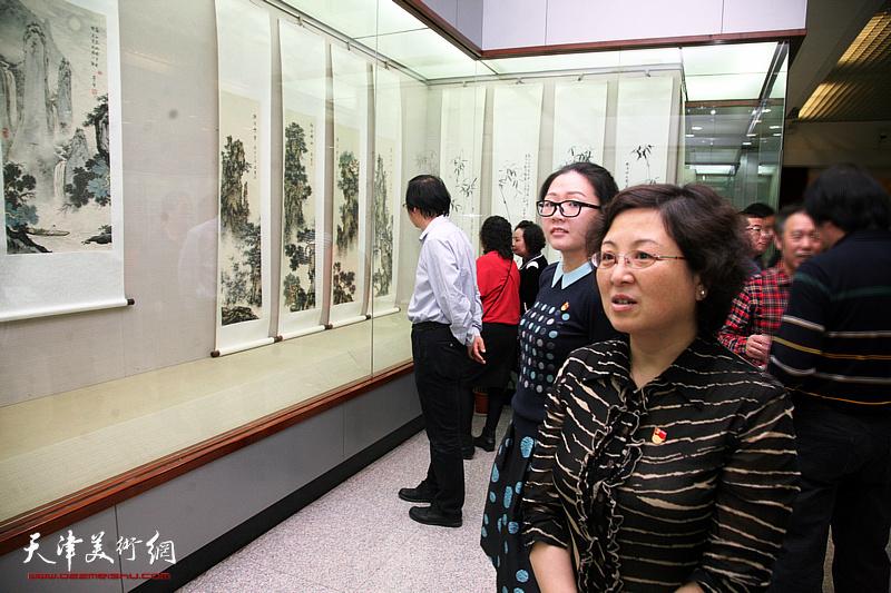 """""""海棠情深书画展""""在周邓纪念馆开展"""