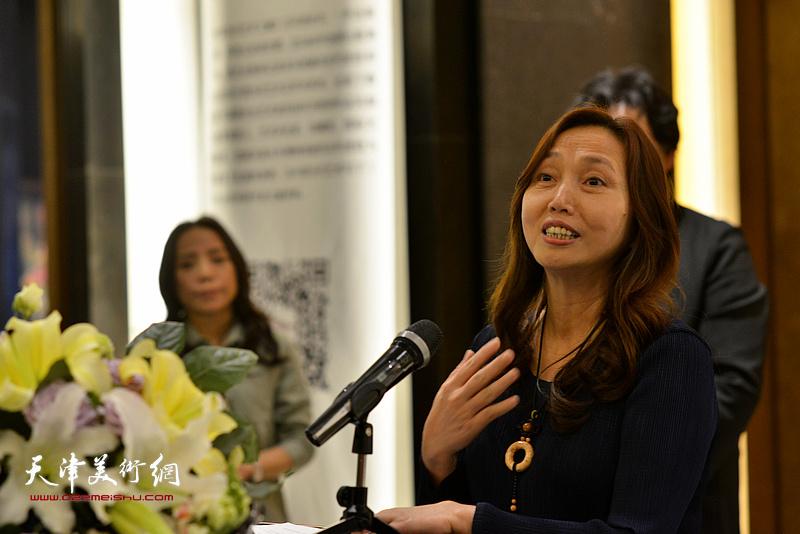 十方雅集创办人、艺术家蔡芷羚致辞。