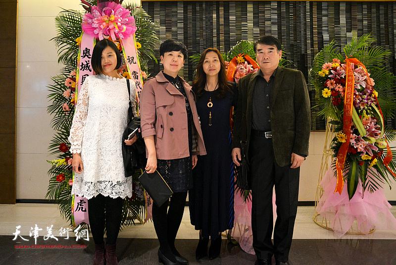 蔡芷羚与来宾在作品沙龙现场。