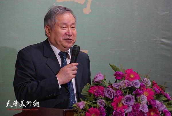 李可染画院院长李庚在画展开幕上致辞