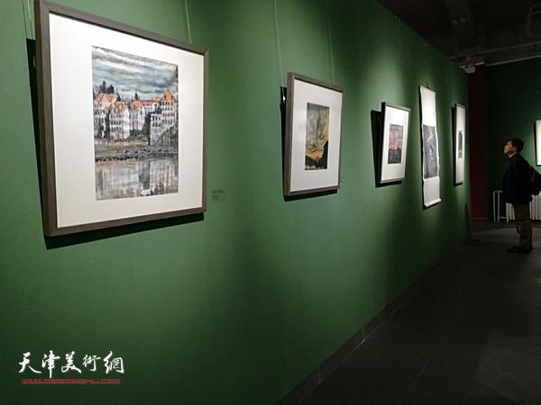 重走大师路欧洲写生作品展现场。