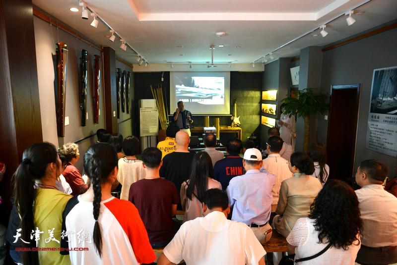 楚桐蜀丝话古琴·乐器张手工斫琴展演在十方雅集举办