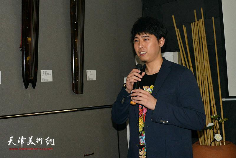 乐器张斫琴第四代传承人张雨先生介绍自己斫琴、弹琴的体会。