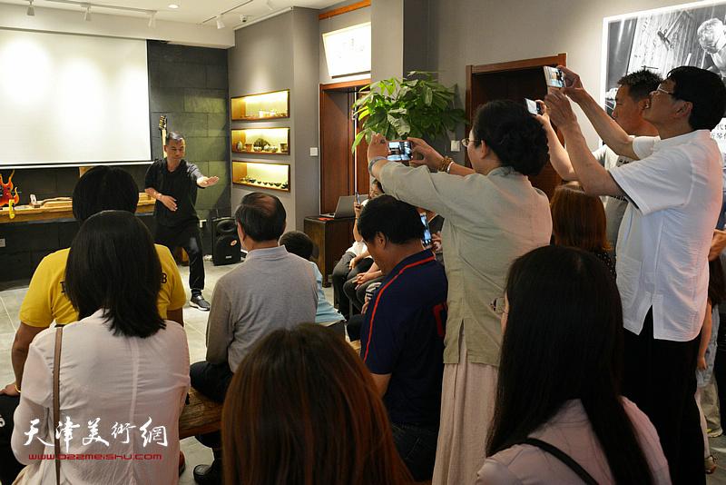 乐器张太极总教练、陈氏太极拳实用拳法第三代传承人陈金勇为大家带来太极拳表演。