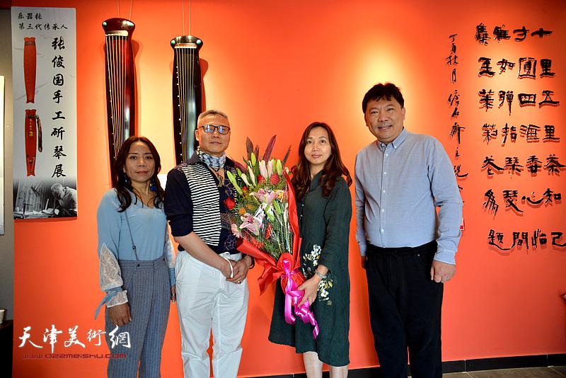 左起:淋子、张俊国、蔡芷羚、秀夫在斫琴展演现场。