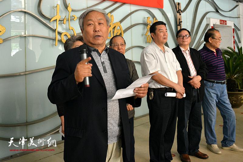 天津书法家协会原主席、著名书法家唐云来致辞。