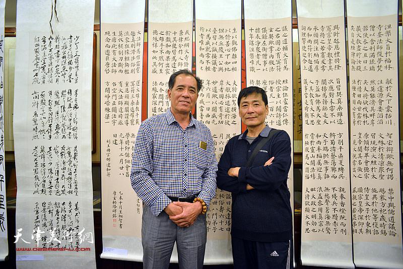 张志连、孔祥月在展览现场。