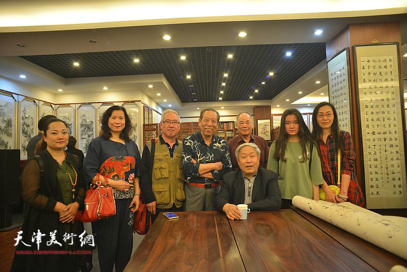 唐云来、佟有为、刘艳等在展览现场。