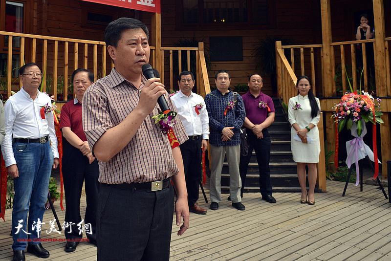 静海区文化广播电视局局长姚新致辞。