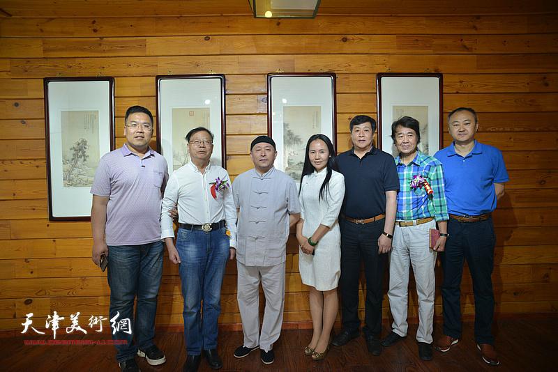 缪文杰与陈启智、华克齐、柴博森、李欣、张洪艳在品鉴活动现场。