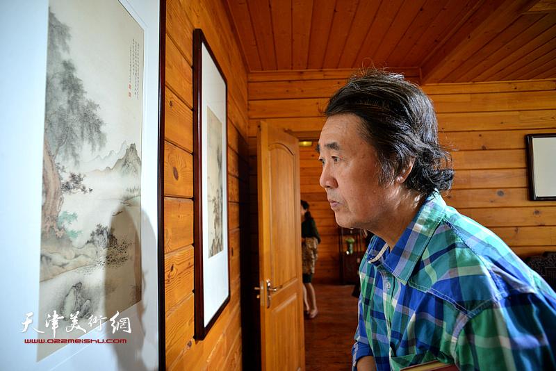 华克齐在缪文杰书画艺术品鉴活动现场。