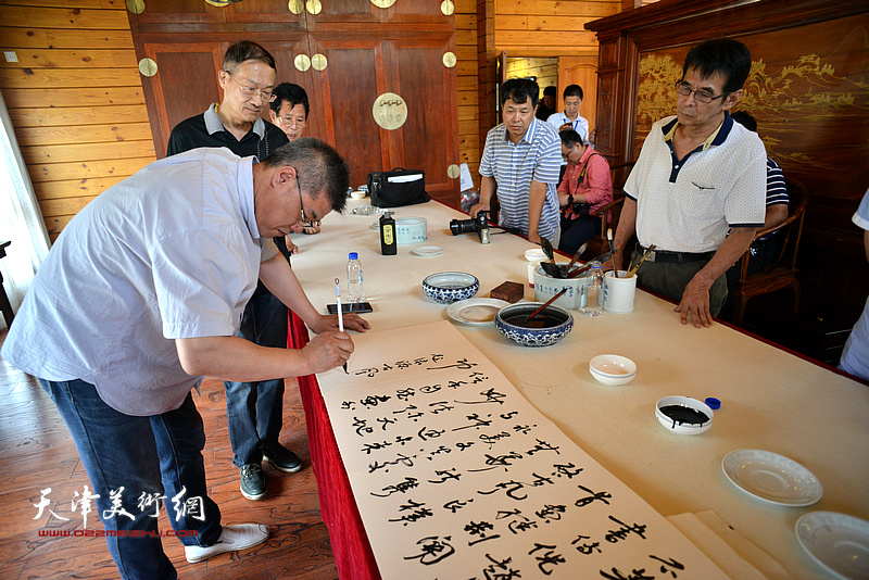 黄国庆在缪文杰书画艺术品鉴活动雅集现场。
