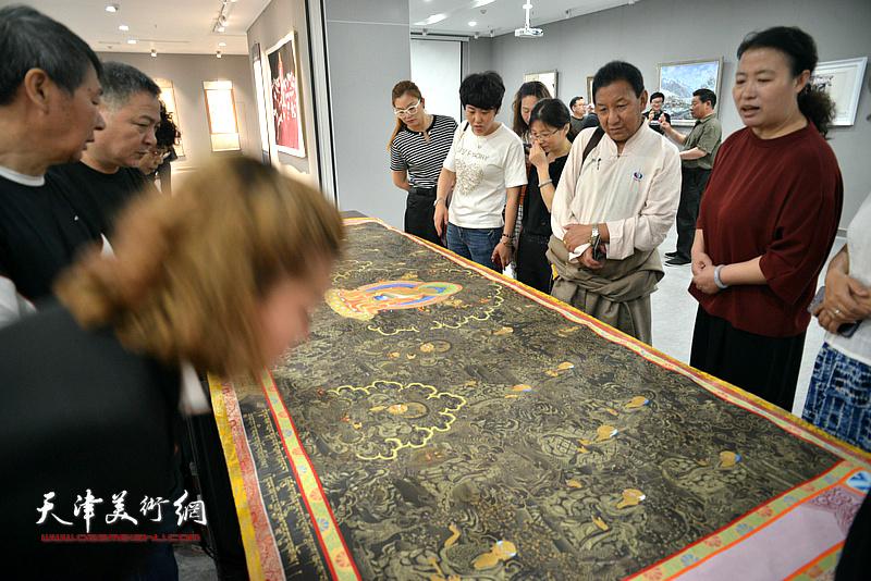 """""""到人民中去""""—天津·甘南美术作品联展现场。"""