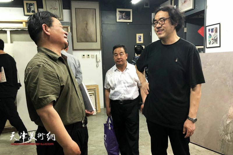 甘南美术家一行赴天津美术学院拜访郑金岩教授。