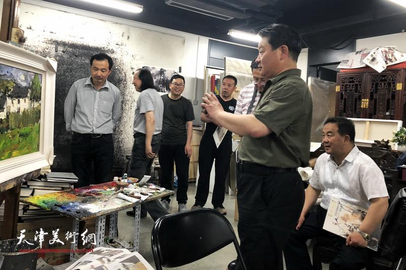 甘南美术家一行赴天津美术学院拜访周世麟、郑金岩教授。