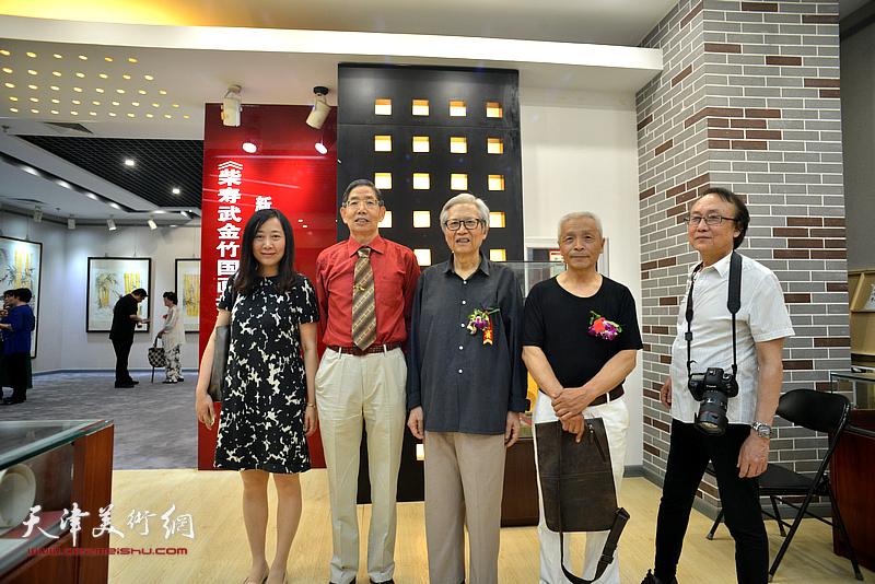 左起:刘方、柴寿武、刘荫祥、孙荣刚、齐庆超在活动现场。