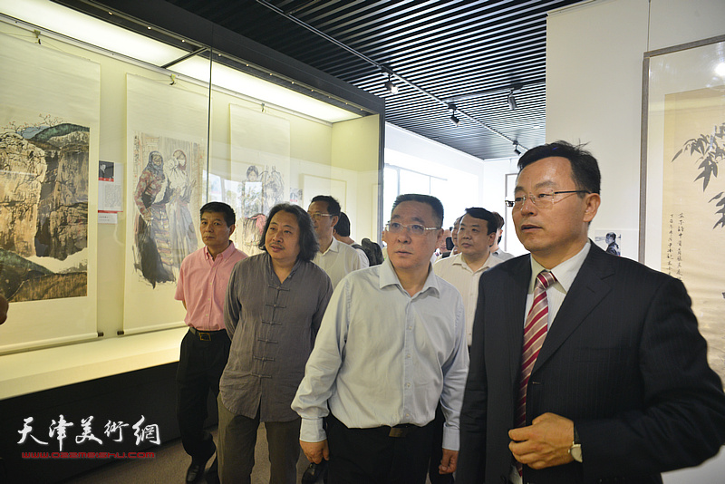 刘春雷、贾广健、张桂元、范扬、王卫平参观天津画院美术作品观摩展
