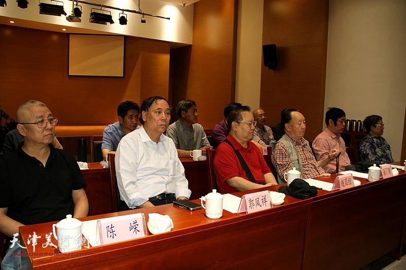 赵国经、郭凤祥、陈嵘在座谈会上。