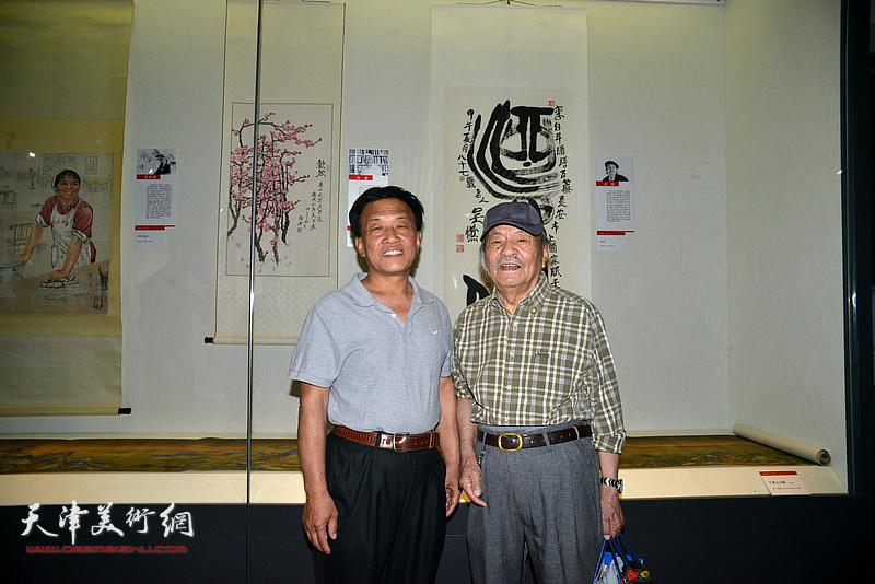 吴燃、詹卫国在天津画院美术作品观摩展上。