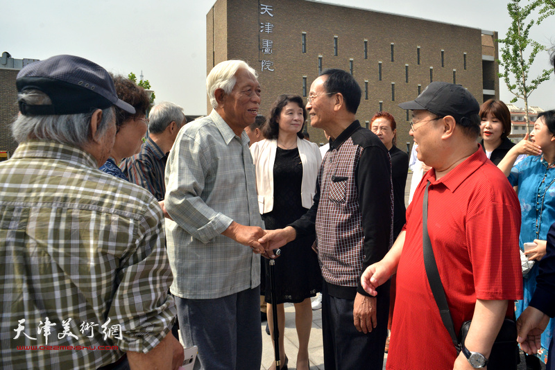 万镜明、白金、赵国经、郭永元在天津画院新址。