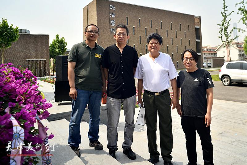 左起:颜萌、李毅峰、王悲秋、张晓彦在天津画院新址。