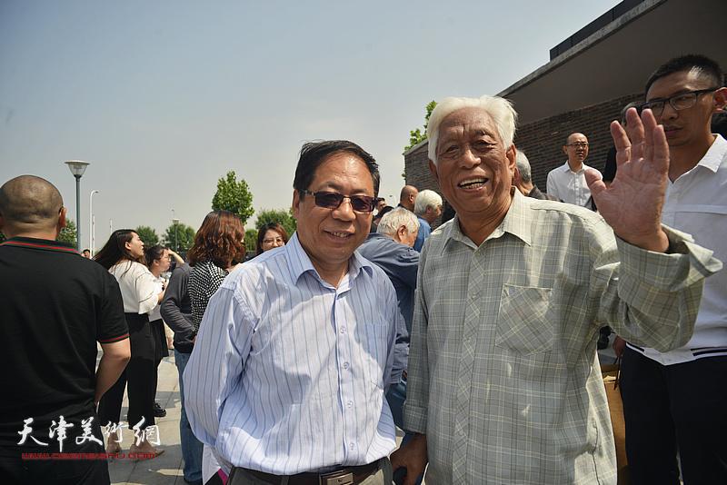 左起:陈英杰、白金在天津画院新址。