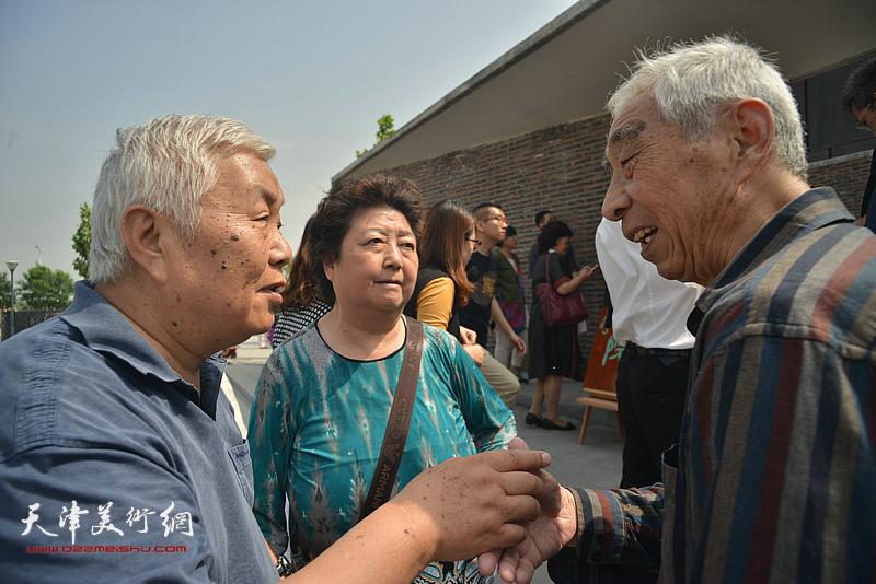 王振锁、张汝为在天津画院新址。