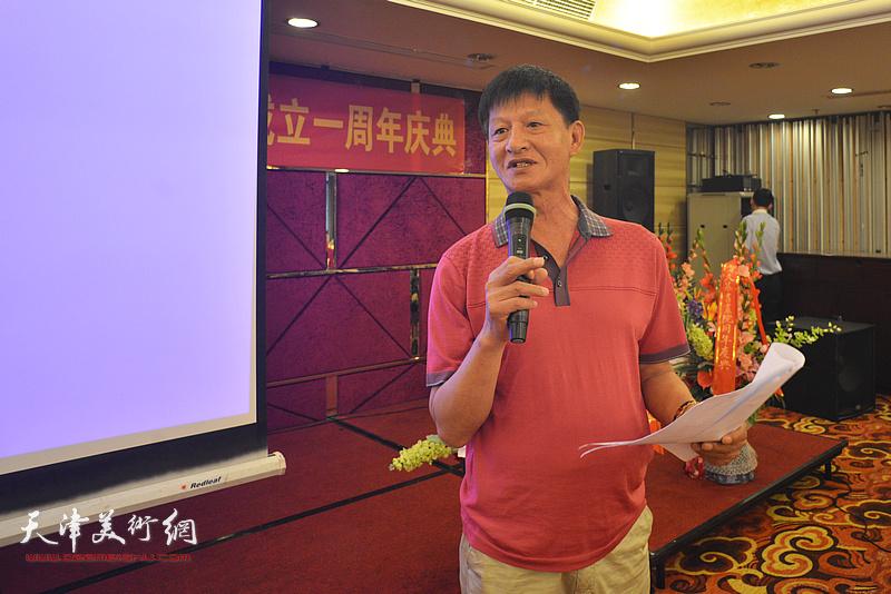 久慕书画院副院长谭庆维致辞。