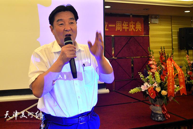 天津市楹联学会会长陈伟明致辞。