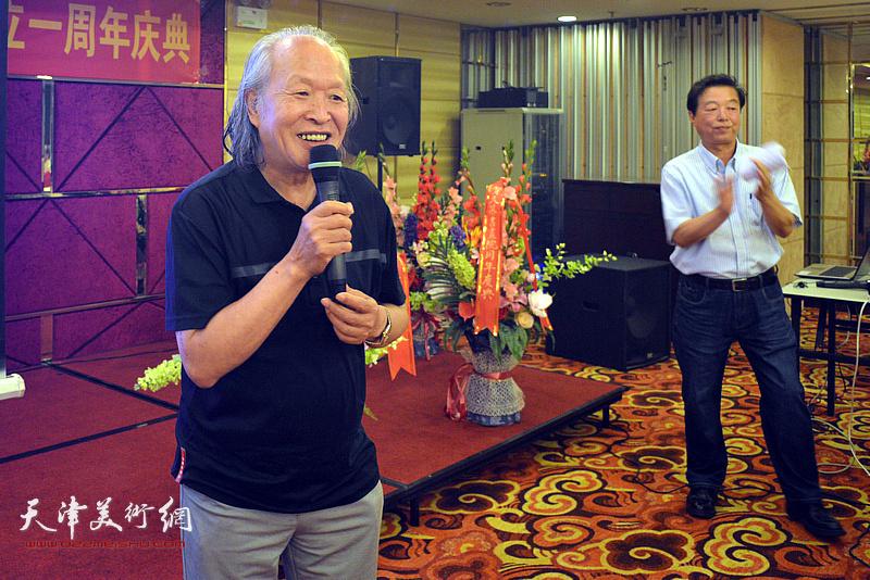 久慕书画院副院长刘家栋致辞。