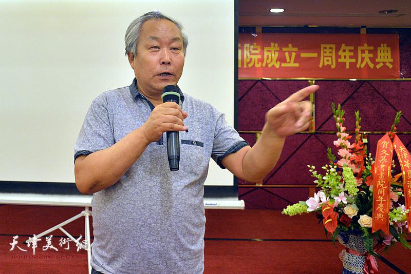 天津书协原主席、著名书法家唐云来致辞。