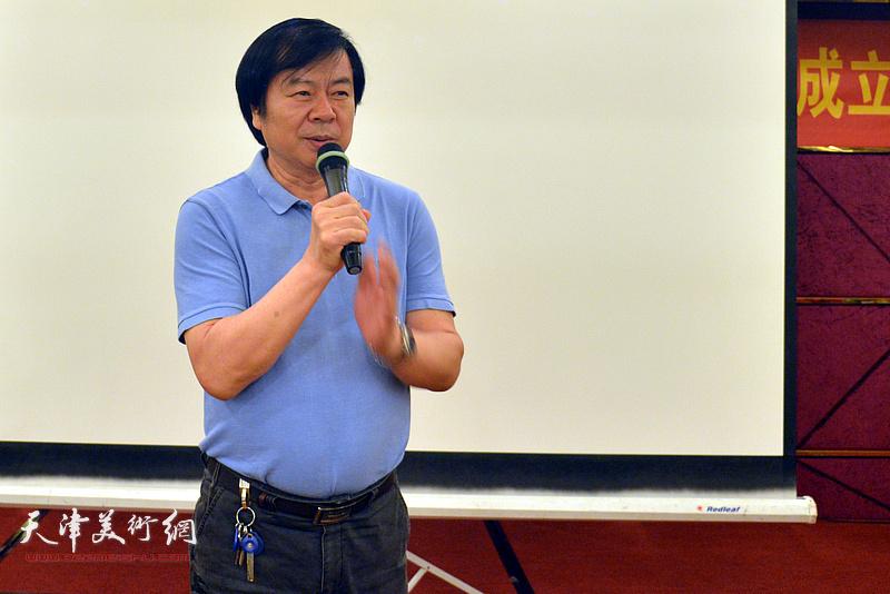 天津美协副主席、著名花鸟画家史振岭致辞。