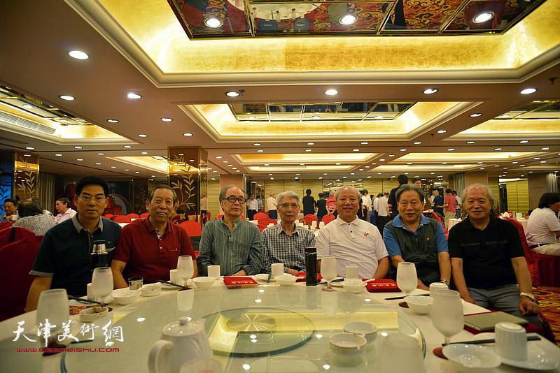 左起:王玉明、佟有为、郭书仁、杨德树、王超、霍然、刘家栋在活动现场。
