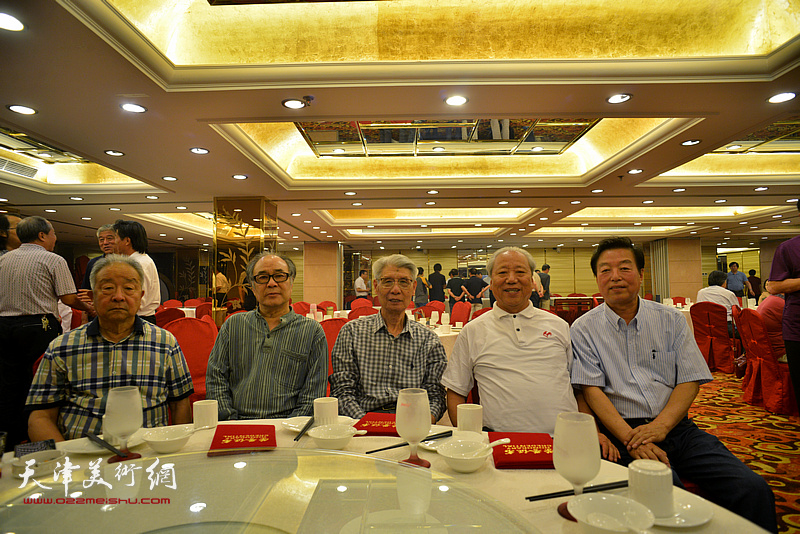 左起:况瑞峰、郭书仁、杨德树、王超、杨建国在活动现场。
