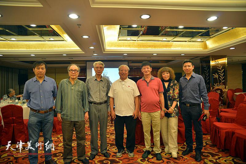 左起:杨顺和、郭书仁、杨德树、王超、谭庆维、赵新立、杨宏宇在活动现场。