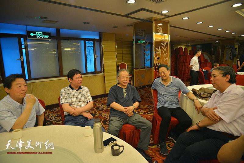 左起:杨建国、李根友、王金厚、张玉明、郭凤祥在活动现场。