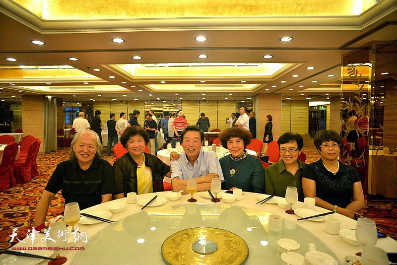 左起:刘家栋、孟昭丽、杨建国、史玉、肖慧珠、张文华在活动现场。