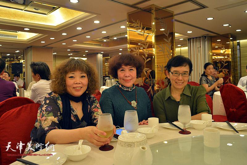 左起:赵新立、史玉、肖慧珠在活动现场。