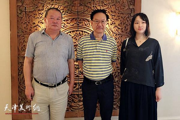 马孟杰、马丽亚与文化部原驻巴黎中国文化中心主任殷福在曼谷。