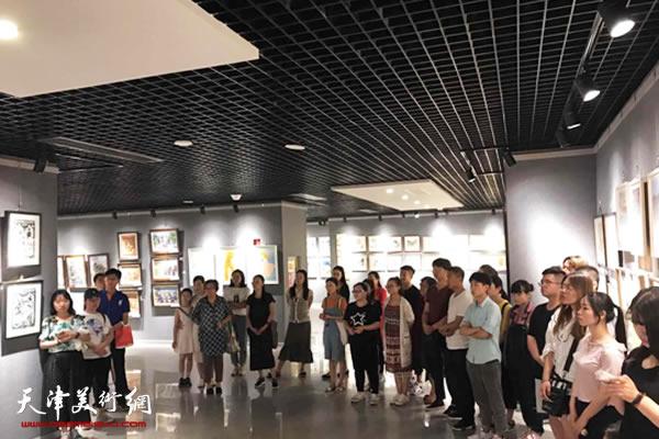 天津市首届架上连环画作品展在和平文化宫开展
